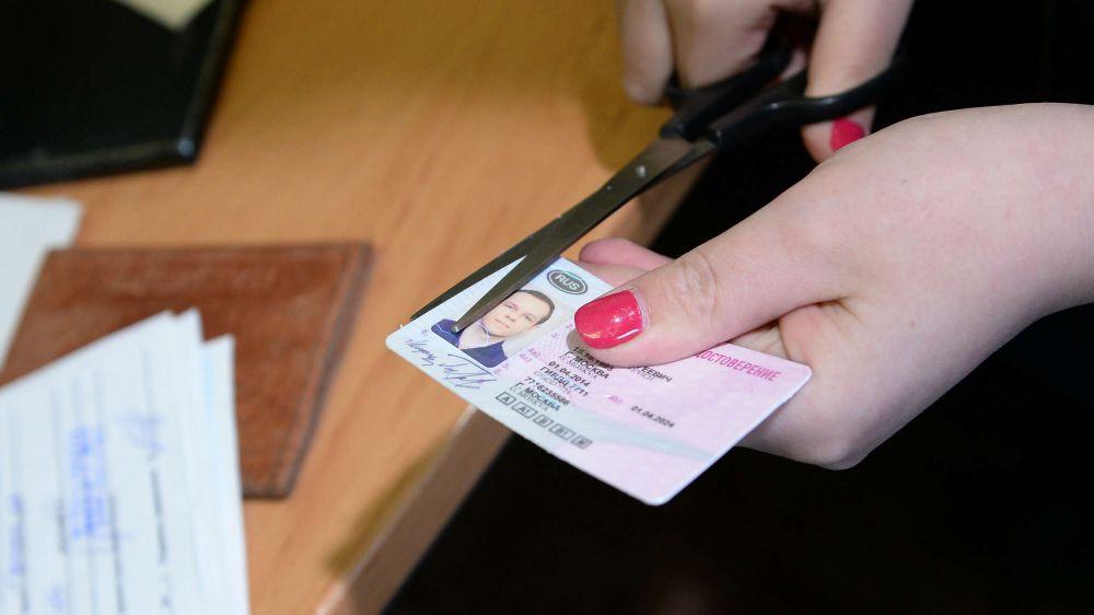 Обманули: крымчанин хотел купить права, а получил условный срок