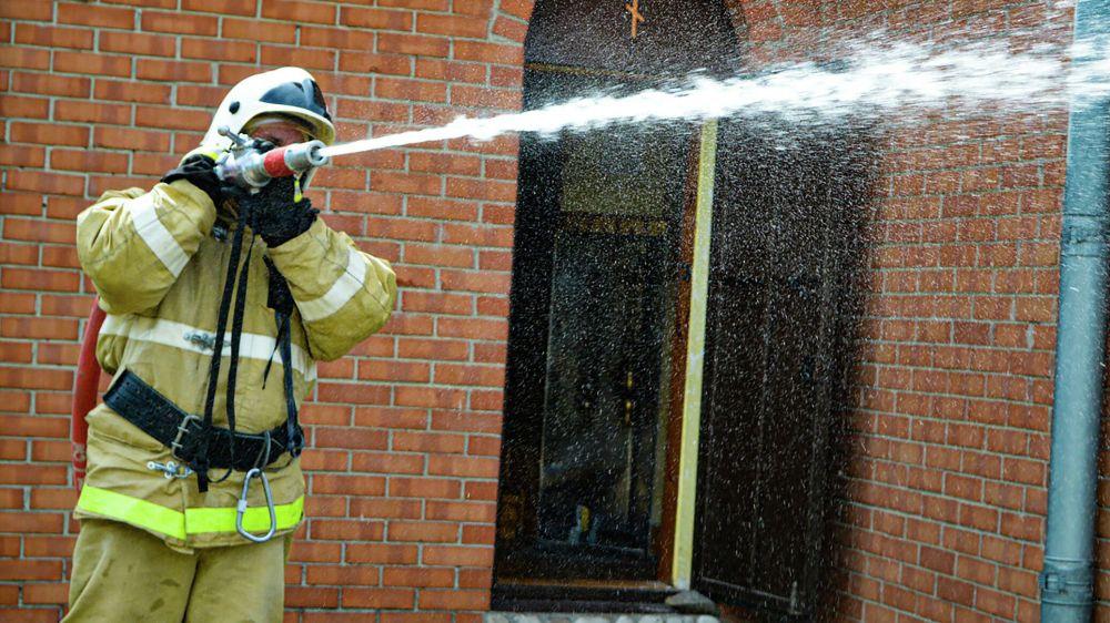 На пожаре в Евпатории спасли двоих человек и эвакуировали 10