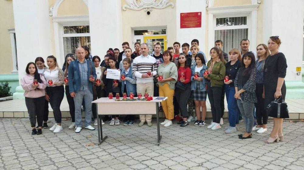 Пермь, мы с тобой: В Джанкое прошла акция в память о погибших в Перми