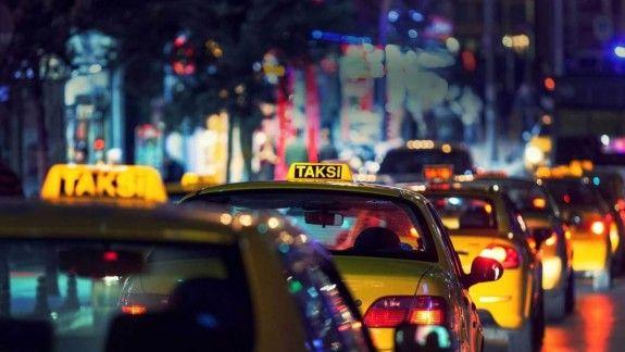 Какую машину выбрать для работы в такси?