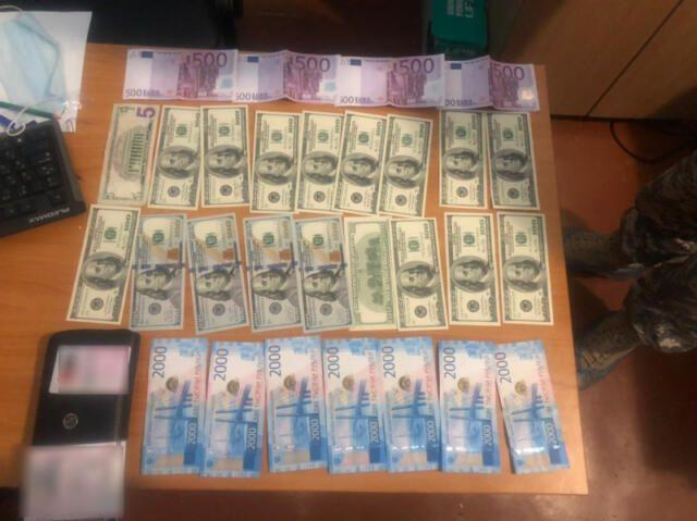 Сторож украл у отдыхающего в Ялте барсетку с 300 тысячами рублей