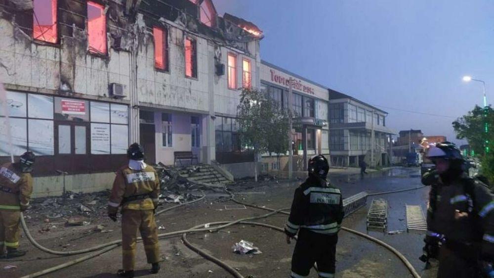 Два человека погибли и шесть пострадали при пожаре в гостинице Дагестана