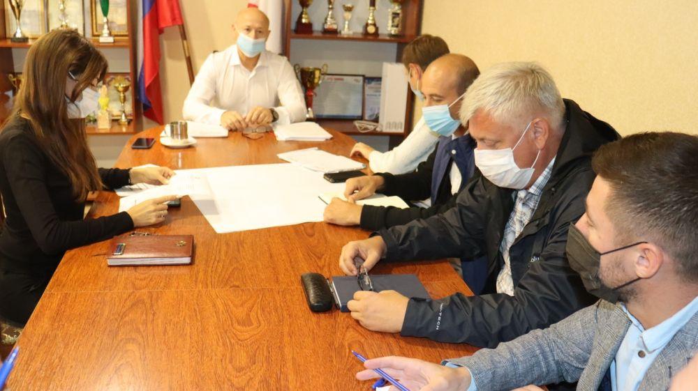 Глава администрации Сакского района Владимир Сабивчак провёл еженедельное совещание с руководителями энергопоставляющих, ресурсоснабжающих предприятий района