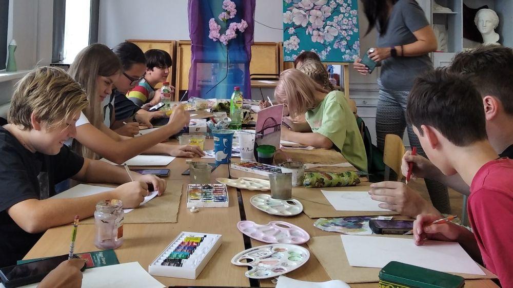 Для детей участники художественного пленэра «Коктебель-2021» провели мастер-классы
