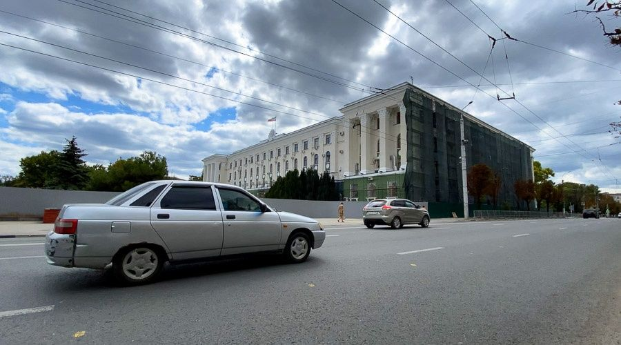 Здание Совмина Крыма перекрасили из голубого в зеленый