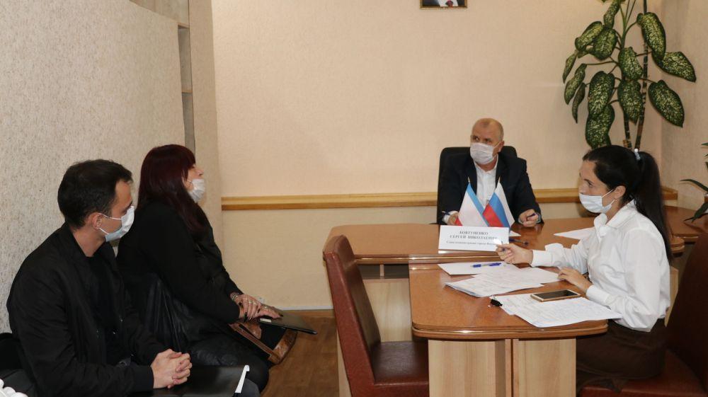 Глава администрации Феодосии провел прием граждан по личным вопросам