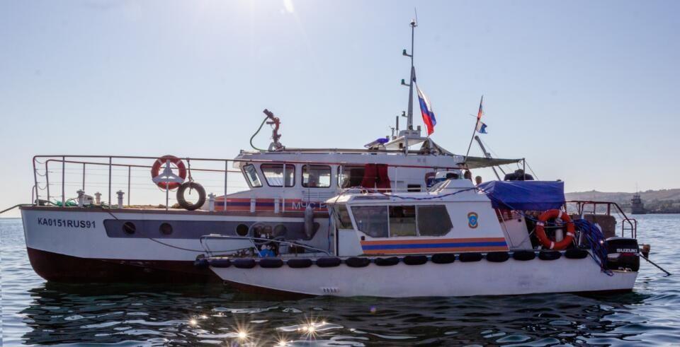 В Феодосийской бухте разминируют затонувший теплоход