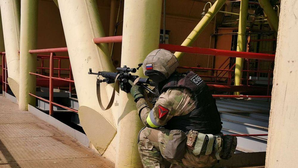 На крымской буровой платформе отработали освобождение заложников