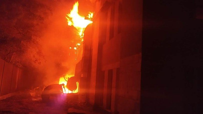 Крымские огнеборцы ликвидировали пожар в неэксплуатируемом строении в городском округе Феодосия