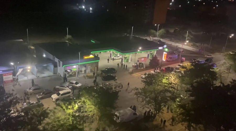 Полицейские со стрельбой задержали 58 человек на АЗС в Евпатории