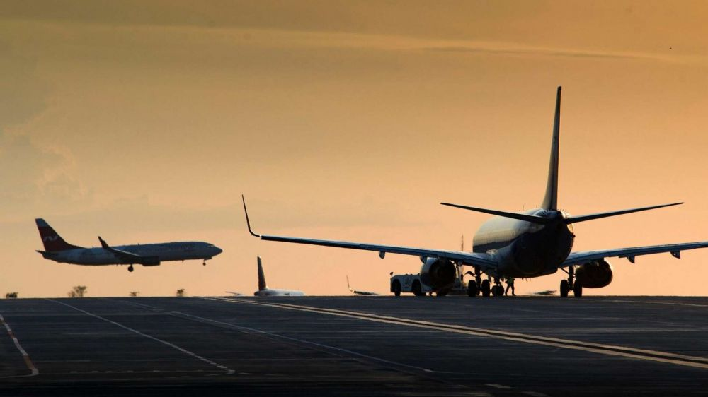 РФ возобновит авиасообщение с рядом городов шести открытых стран
