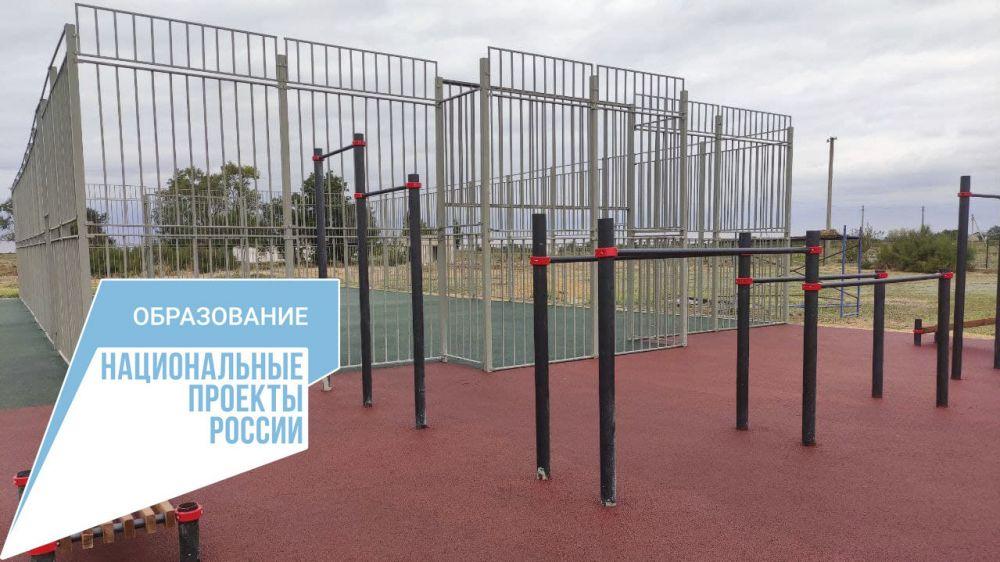 Подошло к завершению строительство многофункциональной спортплощадки в Луганской школе Джанкойского района