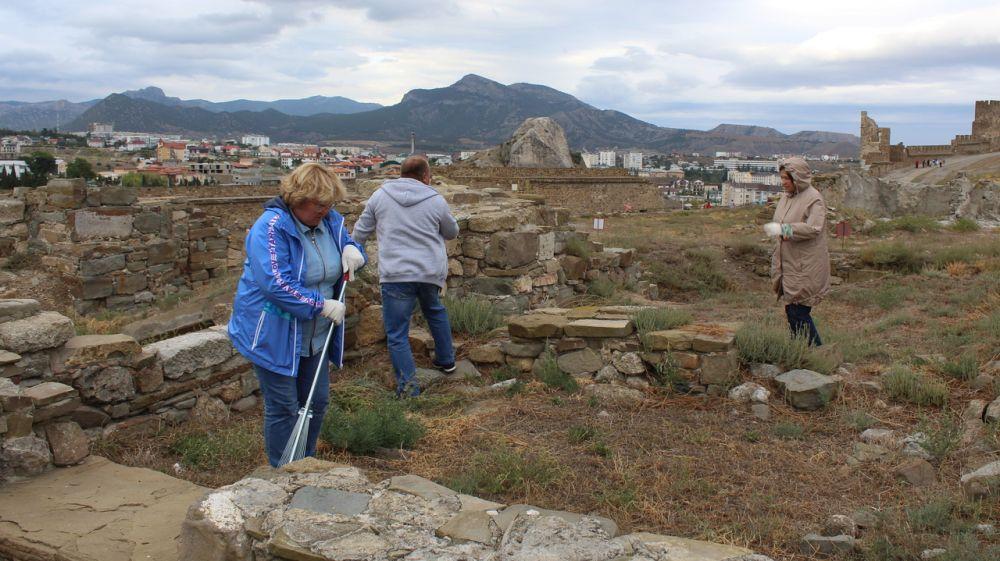 Волонтеры и сотрудники Музея-заповедника «Судакская крепость» приняли участие в экологической акции «Всемирный день чистоты»