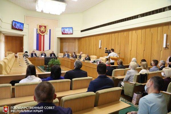 Ефим Фикс вручил государственные награды