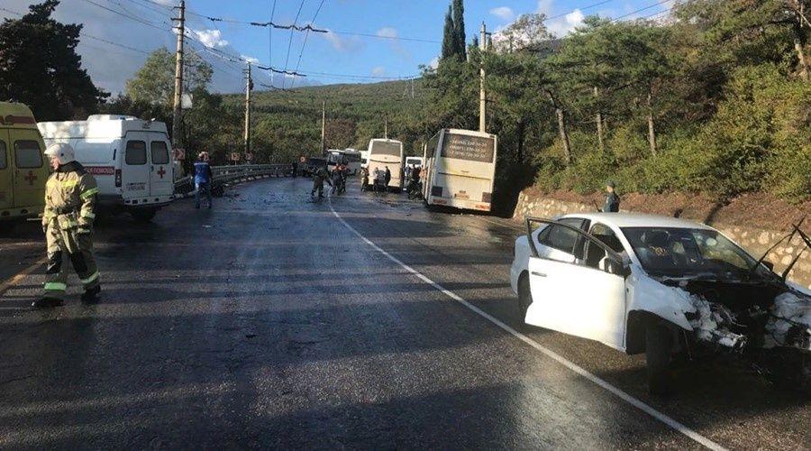 Два человека погибли при столкновении легковушки с рейсовым автобусом на юге Крыма
