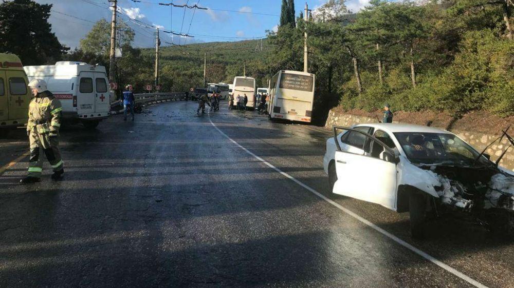 От удара вырвало двигатель: двое погибли в ДТП в Крыму