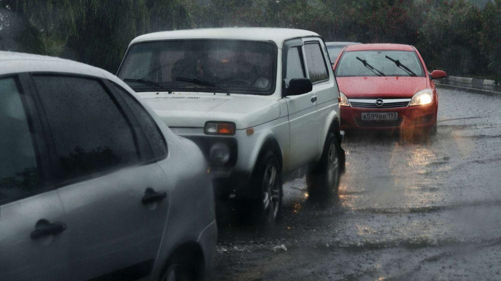 Участок федеральной трассы Джубга-Сочи затоплен, движение остановлено