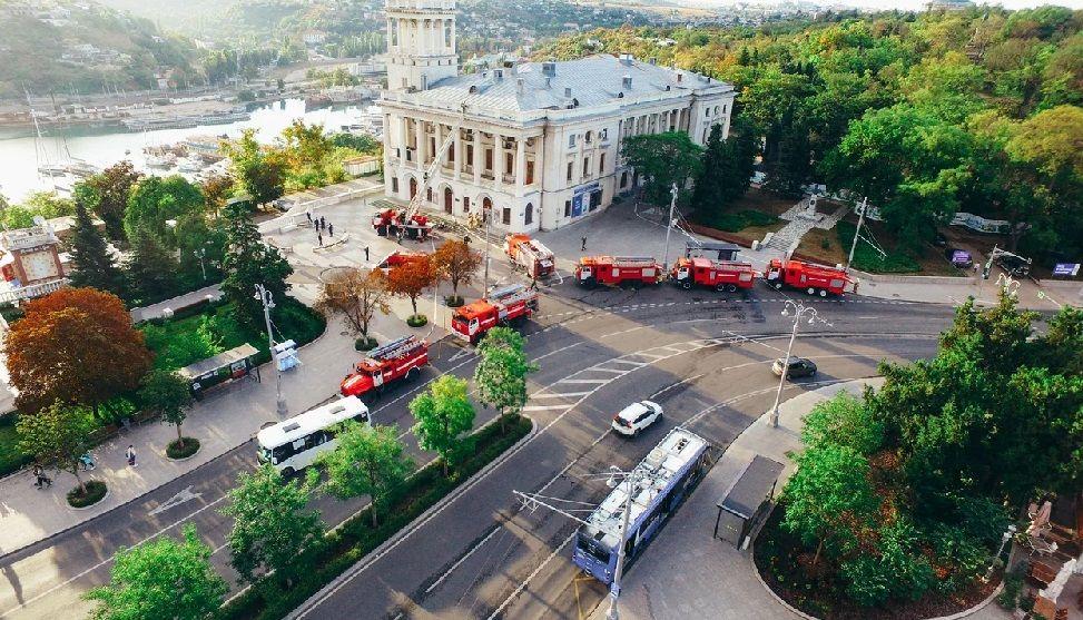 Севастопольские пожарные «потушили» горящую сцену в театре имени Бориса Лавренёва