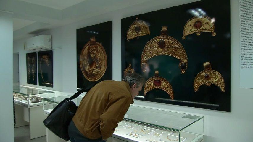 В Херсонесе представили найденные при строительстве трассы «Таврида» артефакты