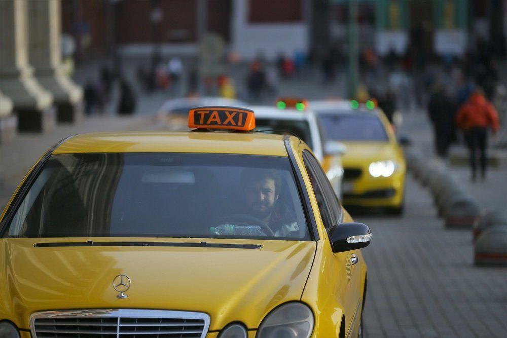 С каким стажем можно идти работать в такси?