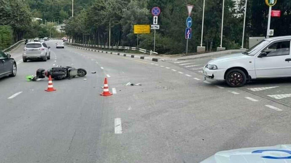 ДТП в Ялте: автомобилист снес мопед и отправил его водителя в больницу