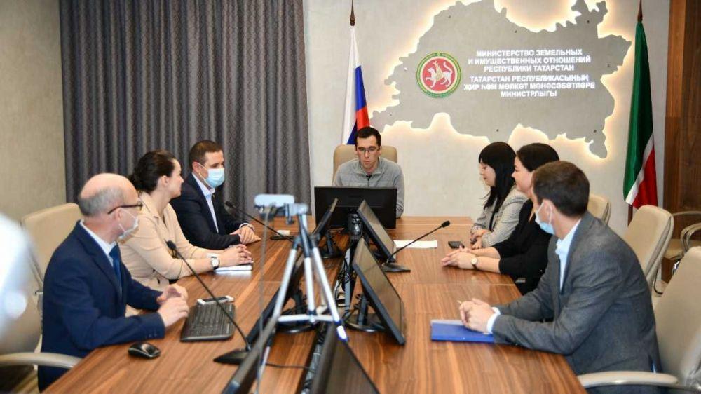 Руководство Минимущества Крыма приняло участие в Международном форуме в Казани и посетило профильное министерство Республики Татарстан