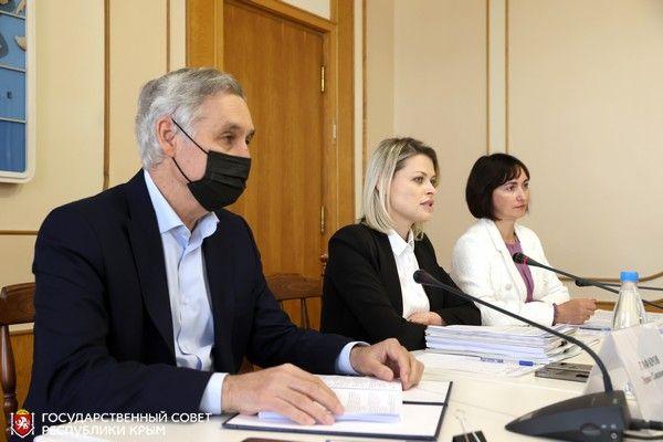 Комитет по имущественным и земельным отношениям провел предсессионное заседание