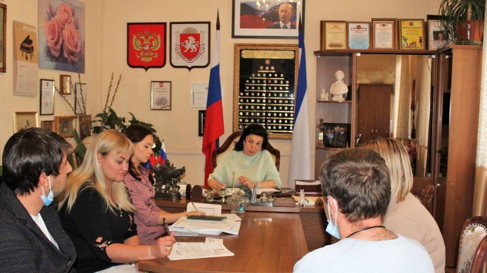 Арина Новосельская провела совещание по проблемным вопросам капитального ремонта учреждений сферы культуры в Ленинском и Первомайском районах