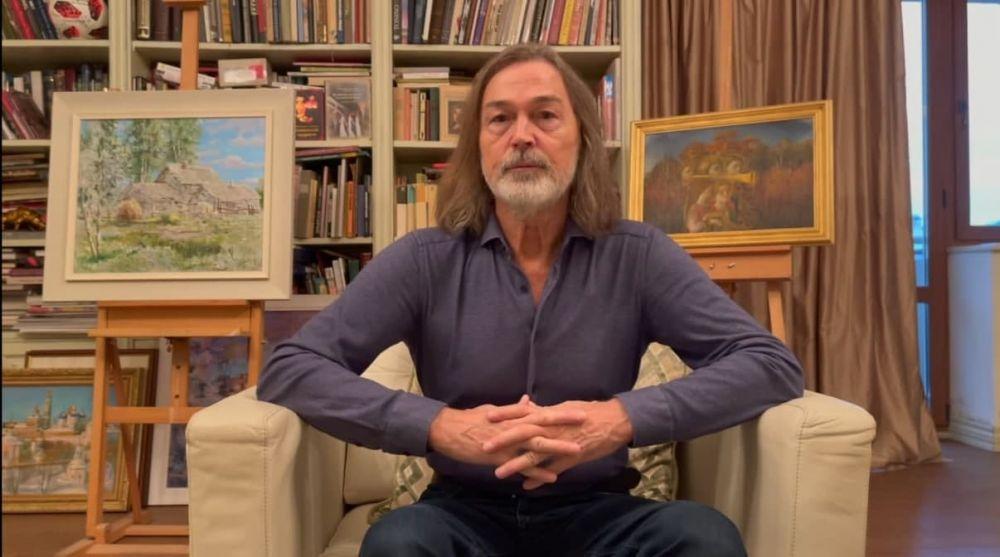 «Состоялся сам – помоги другому»: народный художник России Никас Сафронов