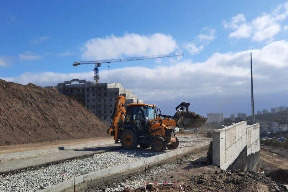Дорогу к новому микрорайону в Алуште сдадут в срок