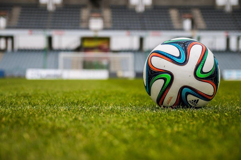 Крымские футболисты добились восьмой победы подряд