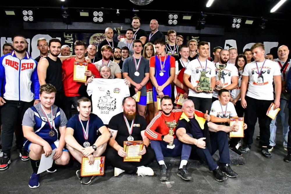 Команда из пгт Кировский выиграла кубок Крыма по пауэрлифтингу