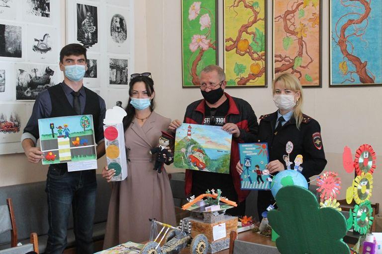 Евпаторийские ребята приняли участие в Республиканском конкурсе «Дорога глазами детей»