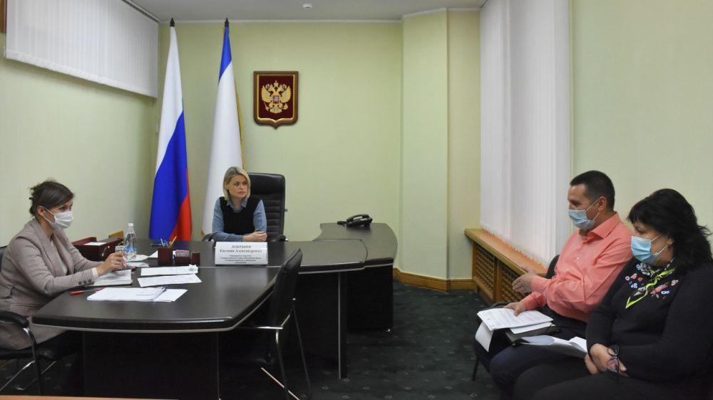 Специалисты Минимущества Крыма регулярно принимают участие в приёмах граждан, проводимых председателем профильного комитета ГС РК Евгенией Добрыня