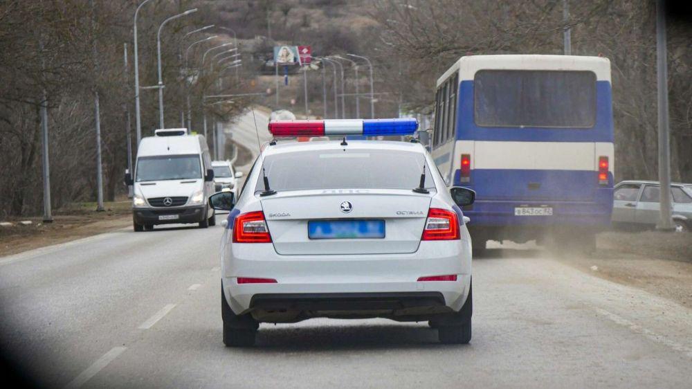 """На ЮБК в двойной аварии пострадал водитель и медик """"скорой"""""""