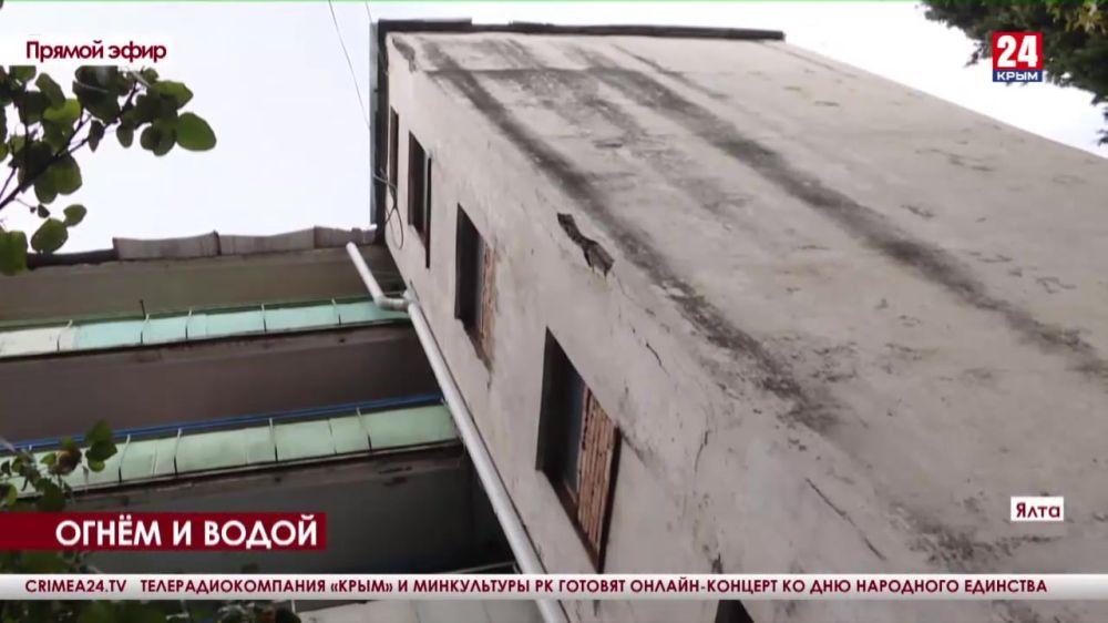 Измученную стихией многоэтажку на улице Кривошты начали комплексно восстанавливать