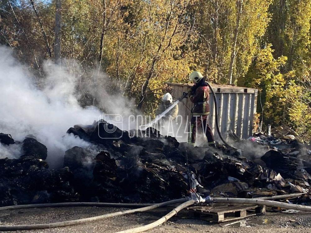 Пожар на складе в Симферополе полностью локализовали. ФОТО, ВИДЕО