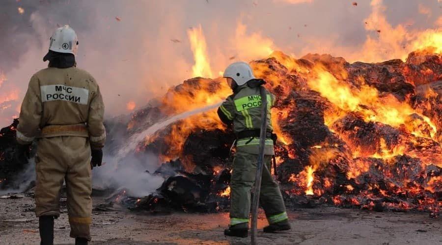 МЧС опубликовало видео пожара на складе в Симферополе