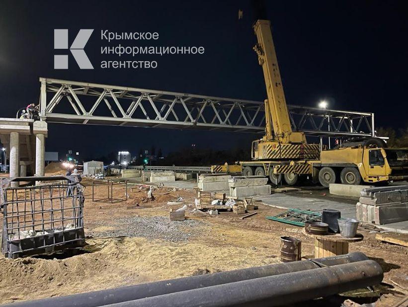 У новой больницы Семашко установили пролёт надземного пешеходного прохода