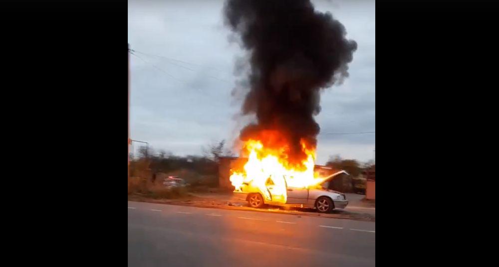 В Джанкое сгорела легковушка. ВИДЕО