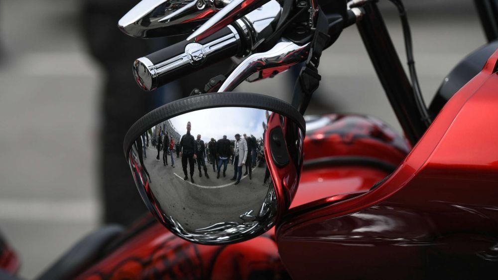 Мотоциклист погиб под колесами грузовика в Севастополе