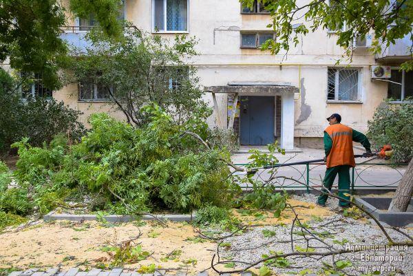 В Евпатории продолжается масштабное благоустройство дворов