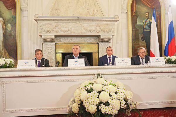 Выступление Сергея Аксёнова на конференции «Крым в современном международном контексте» Форума друзей Крыма