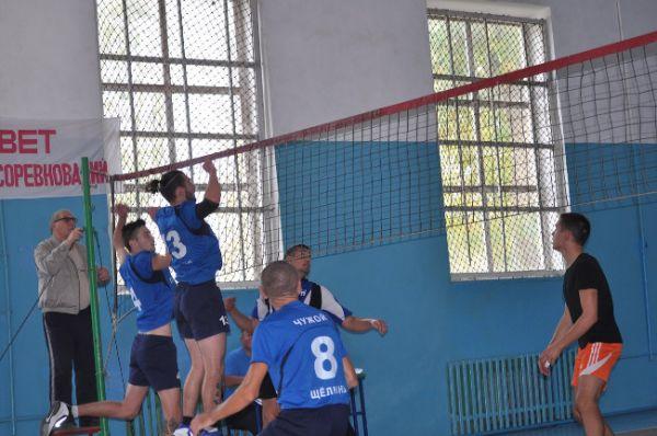 В пгт Ленино прошли спортивные соревнования, приуроченные ко Дню народного единства