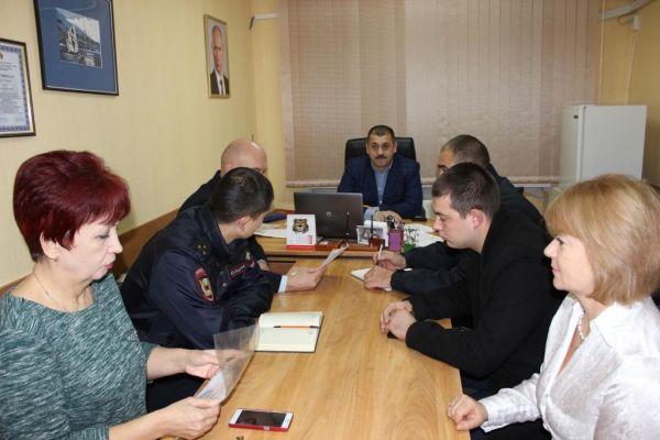 Первый заместитель главы администрации Сакского района Олег Саннэ провёл совещание по подготовке избирательных участков к процессу выборов