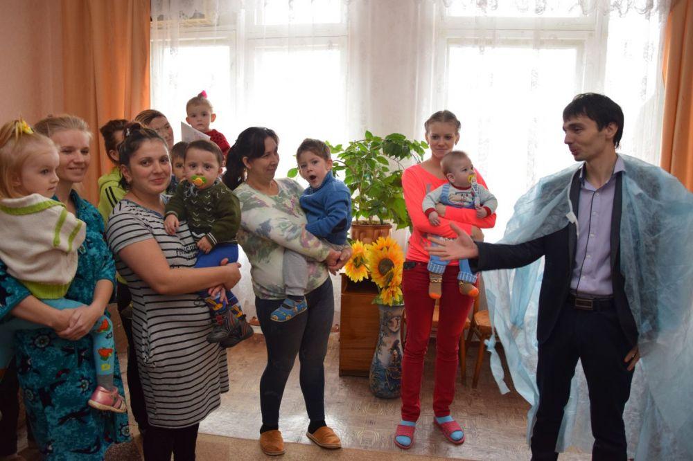 По доброй традиции Роман Шантаев поздравил детей с Днем св.Николая