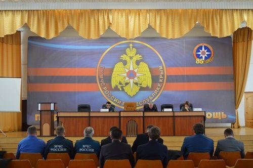 КЧС: принять необходимые меры по обеспечению безопасности в период подготовки к празднованию Нового года и Рождества на территории Республики Крым