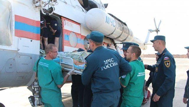 Эвакуация пострадавших при нападении на керченский колледж в больницы