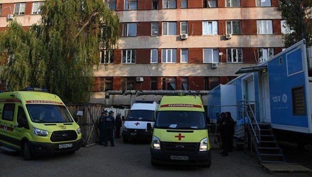 Эвакуация пострадавших при нападении на Керченский колледж