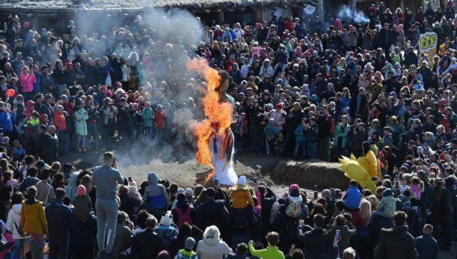 В Сказочной долине Красных пещер под Симферополем прошли традиционные народные гуляния, приуроченные к завершению Масленицы